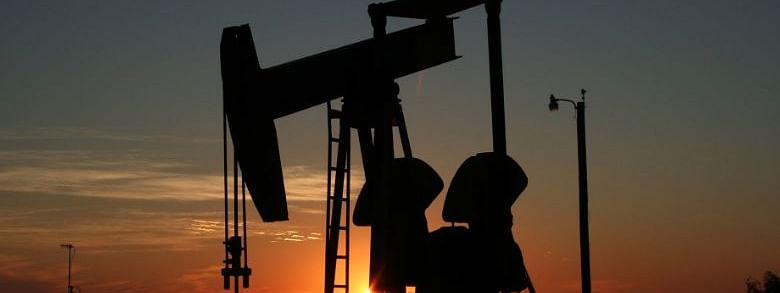 US oil futures dip over 7 pc amid oversupply concerns