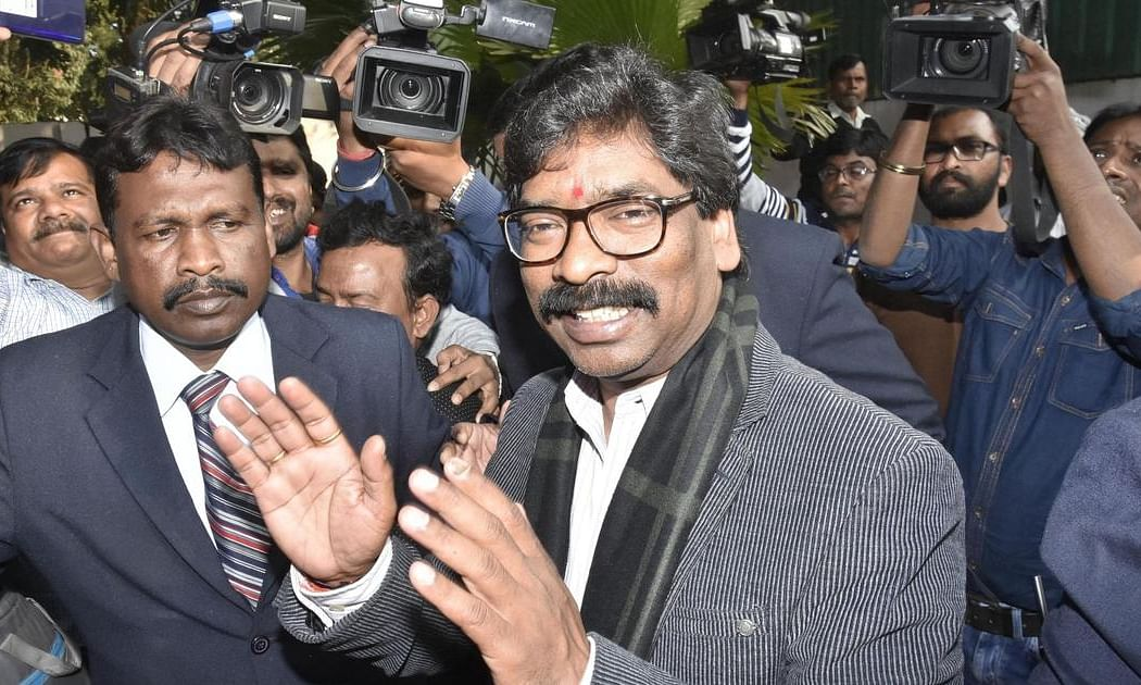 With more than a dozen new schemes Hemant Government tries to please all