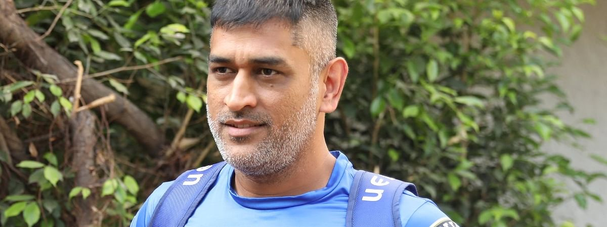 MS Dhoni leaves Chennai after delay of IPL 2020