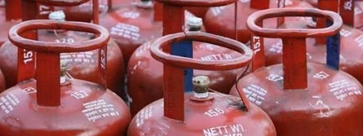 Lockdown: Personnel in supply chain of delivery of LPG cylinders working to provide essential service