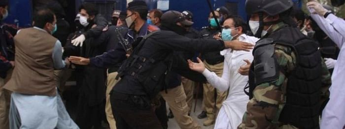 Pakistan doctors beaten by police for asking protective equipment