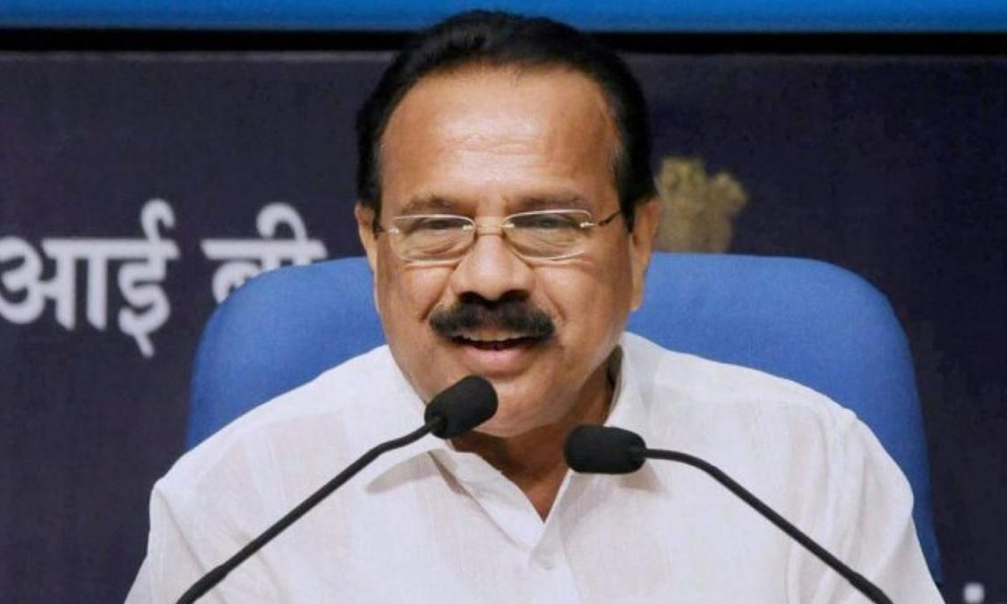 K'taka: Union Minister reviews COVID-19 situation