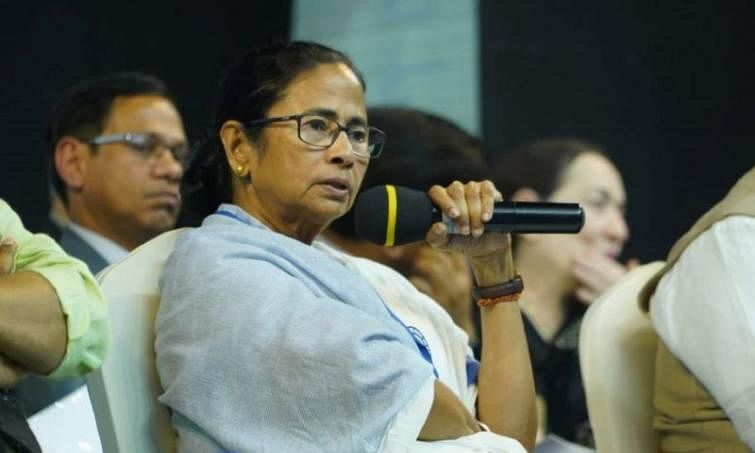 "Bengal left ""empty-handed"": Mamata"