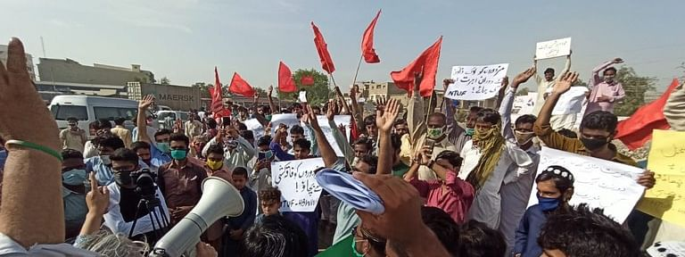 Garments workers protest for full wage bonuses in Dhaka amidst lockdown