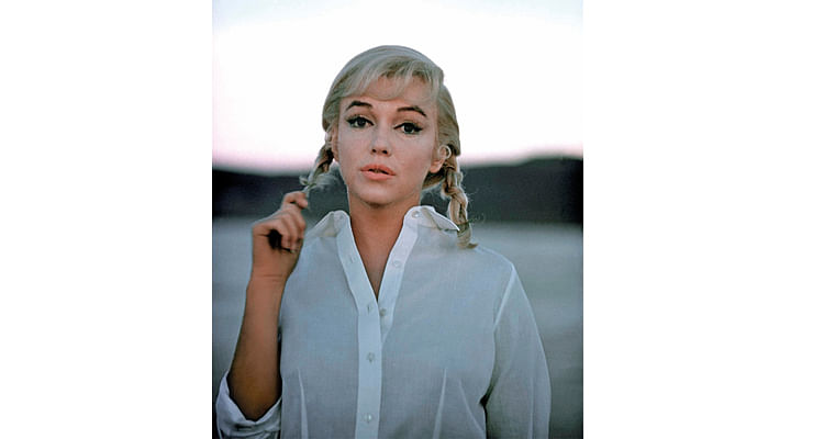 A Thoughtful Moment - The Misfits, 1960. In a straightforward portrait of Monroe, her head is placed right in the centre of the frame and the gesture of her hand holding her hair adds to her character. The background is clean and simple so that the entire attention is on the subject.