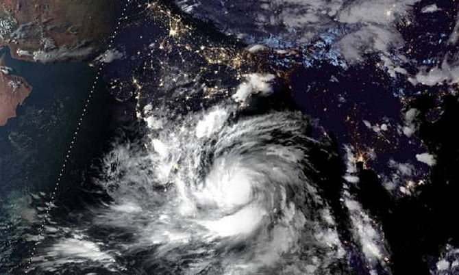 Cyclone leaves 12 dead in Bengal