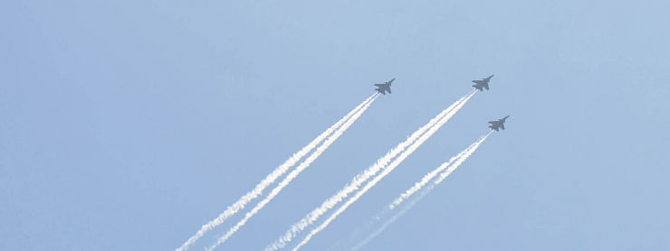 IAF aircrafts rumble in skies showering flowers as tribute to Covid warriors
