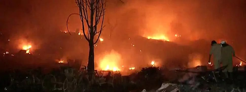 Major fire breaks out at Tughlakabad's slum in South East Delhi