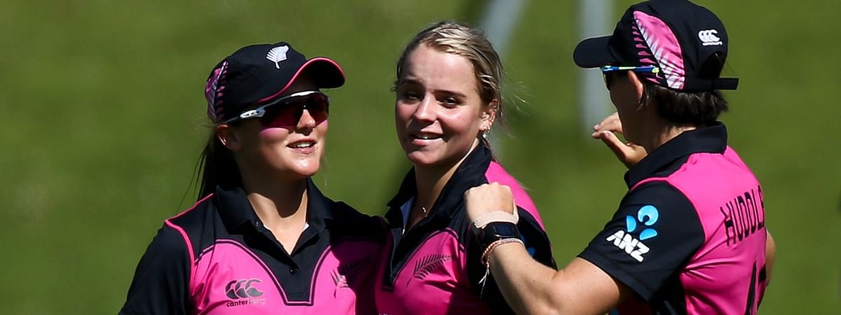 Jess Kerr, Natalie Dodd earn first White Ferns central contracts