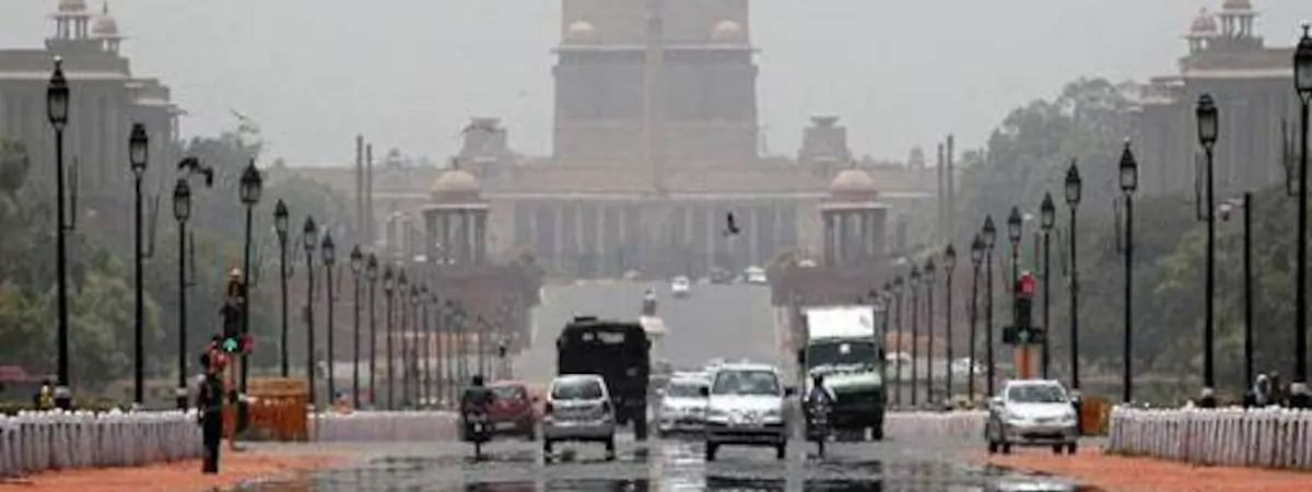 Cloudy day in Delhi, max temp 36.4 deg C