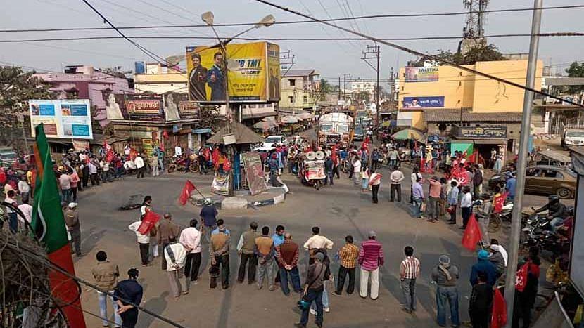 রাজ্য: জেলায় জেলায় বামেদের চাক্কা জ্যামে ব্যাপক সাড়া, সুশান্ত ছোঁয়ায় জঙ্গলমহলে ছন্দে ফিরছে CPIM