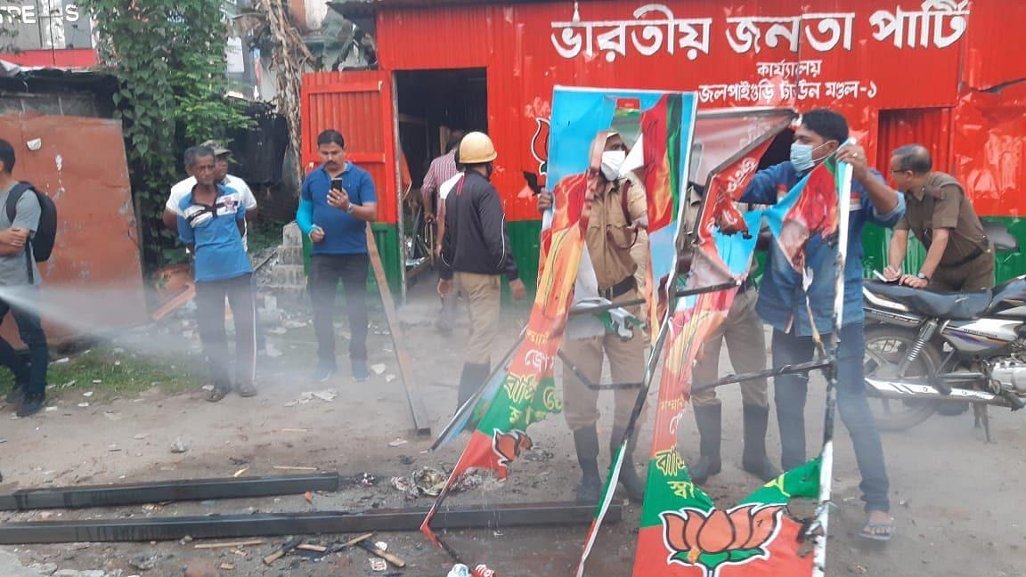 WB Election 21: জলপাইগুড়িতে প্রার্থী ঘোষণার পর বিজেপি কর্মীদের বিক্ষোভ, পার্টি অফিস ভাঙচুর