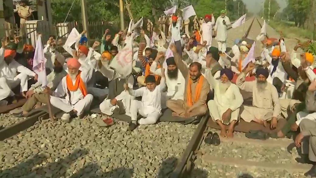 Bharat Bandh Live: স্তব্ধ উত্তর ভারত, বিক্ষোভের জেরে ৪টি শতাব্দী এক্সপ্রেস বাতিল করেছে রেল