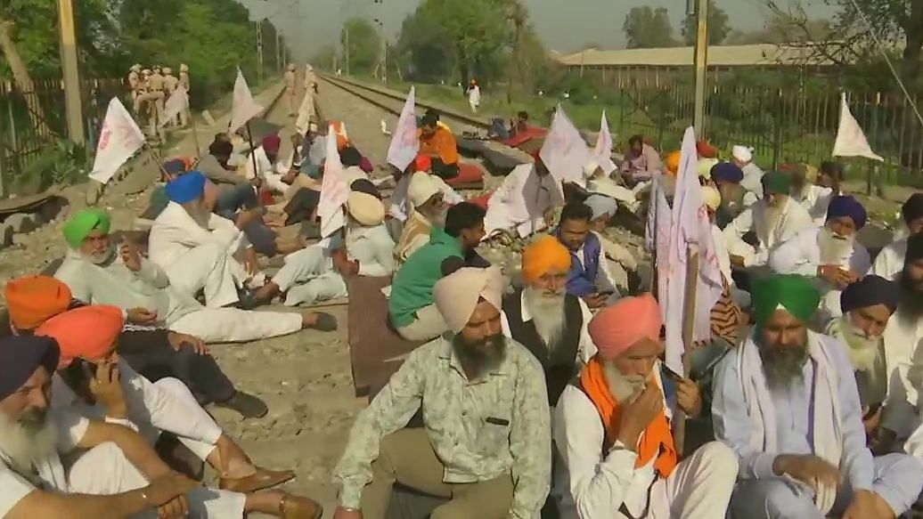 Bharat Bandh: কৃষি আইনের প্রতিবাদে আজ ভারত বনধ, সকাল থেকে স্তব্ধ উত্তর ভারত