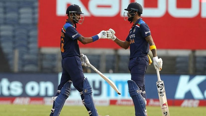ODI: ভারতের দেওয়া ৩১৮ রানের লক্ষ্য তাড়া করছে ইংল্যান্ড