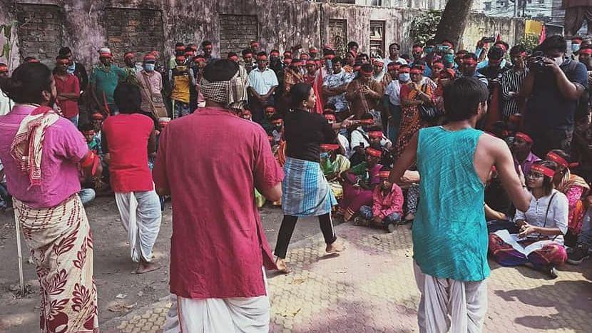নাট্যকর্মীদের হুমকি, বাসন্তীতে কেন্দ্রীয় নীতি বিরোধী নাটক বন্ধ করলো বিজেপি