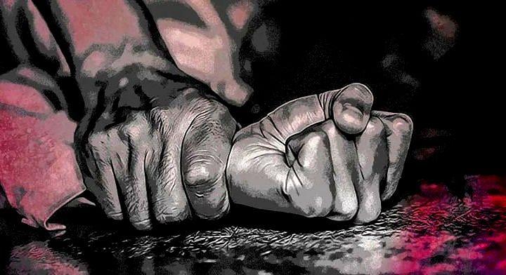 মধ্যপ্রদেশঃ - নির্যাতিতা ও অভিযুক্তকে একসঙ্গে বেঁধে ''ভারত মাতা কি জয়'' ধ্বনি গ্রামবাসীদের