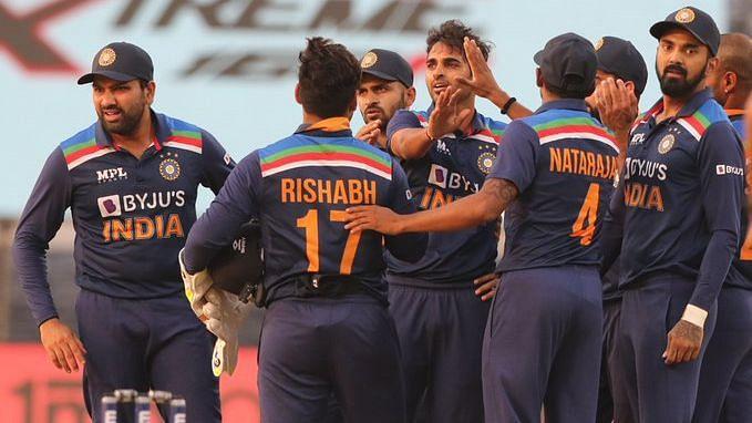 ODI: ভারতের ৩২৯ রানের জবাবে ৬ ওভারে ২ উইকেট হারিয়ে ইংল্যান্ডের সংগ্রহ ৪১