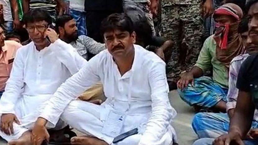 কেন্দ্রীয় বাহিনী নিষ্ক্রিয়, ISF-এর বিরুদ্ধে অভিযোগ এনে অবস্থানে তৃণমূল প্রার্থী শওকত মোল্লা
