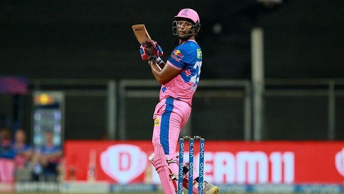 IPL: শুরুতেই ১৮ রানে ৩ উইকেট হারিয়ে দুরন্ত কামব্যাক রাজস্থানের, বেঙ্গালুরুর সামনে লক্ষ্য ১৭৮