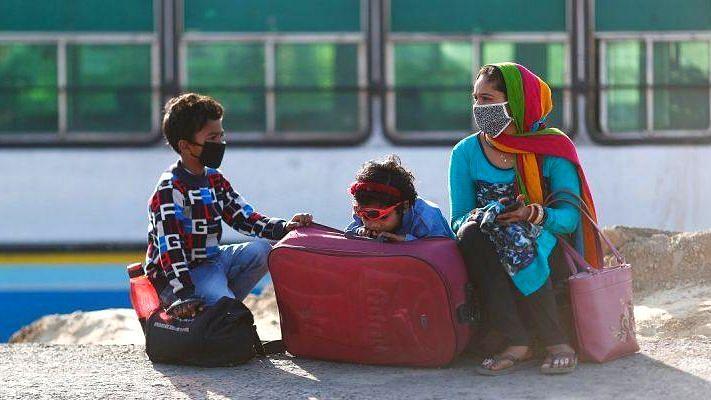 আবার লকডাউনের ভয়ে বাড়ি ফিরছেন বিহারের পরিযায়ী শ্রমিকরা