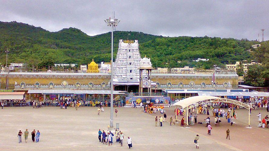 Tirupati: করোনার জেরে দর্শনার্থী কমলো ভেঙ্কটেশ্বর মন্দিরে, আদায় কমে ২৪ লক্ষ