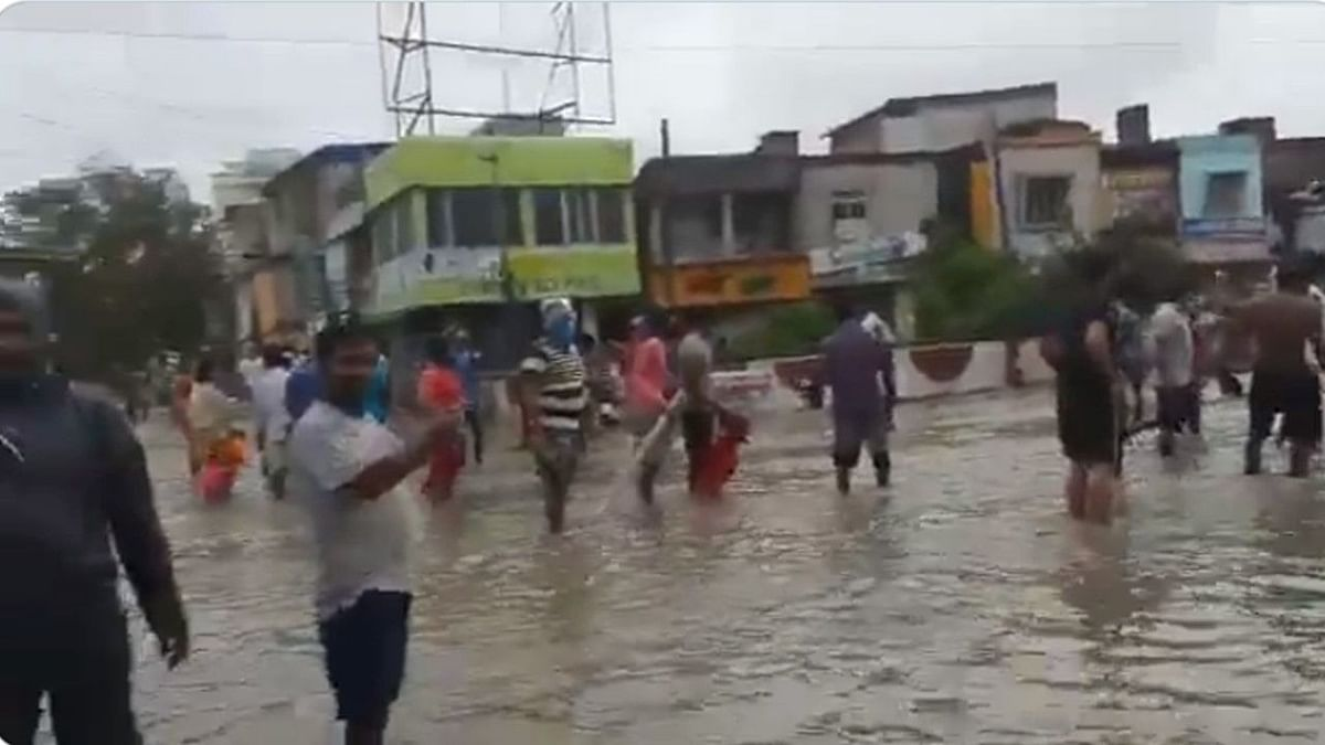 Cyclone Yaas: ঝড়ের প্রভাবে জলোচ্ছ্বাস, ভাসলো রাজ্যের বিভিন্ন অঞ্চল
