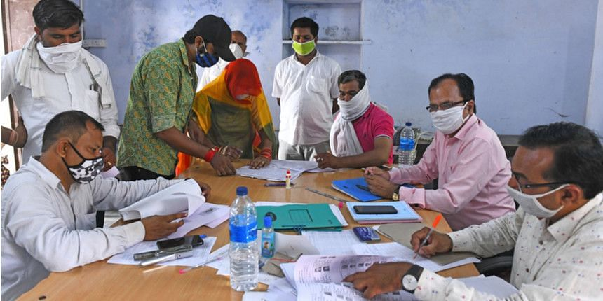 Uttar Pradesh: পঞ্চায়েত ভোটে ডিউটি, করোনায় ১৬০০ শিক্ষকের মৃত্যু, দাবি শিক্ষক সংগঠনের