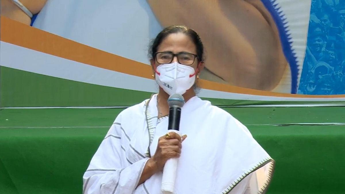 দলত্যাগীদের 'ওয়েলকাম' মমতার - এবার কি BJPতে ধস?