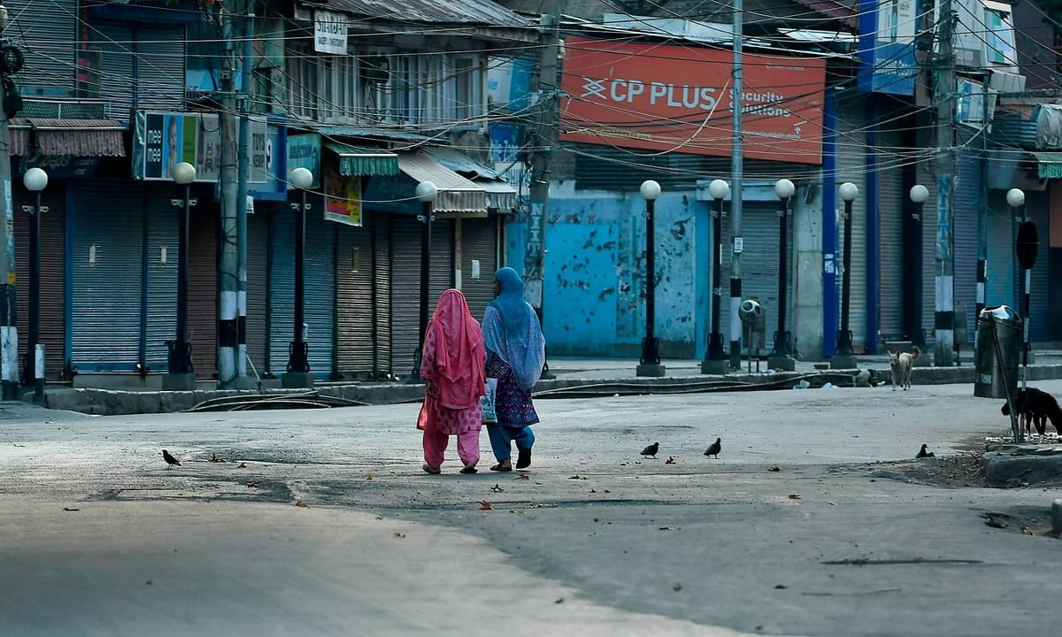 Kashmir: লকডাউন বাড়ায় উপত্যকায় আথির্ক কষ্টে দিন কাটাচ্ছেন খেটে-খাওয়া মানুষরা