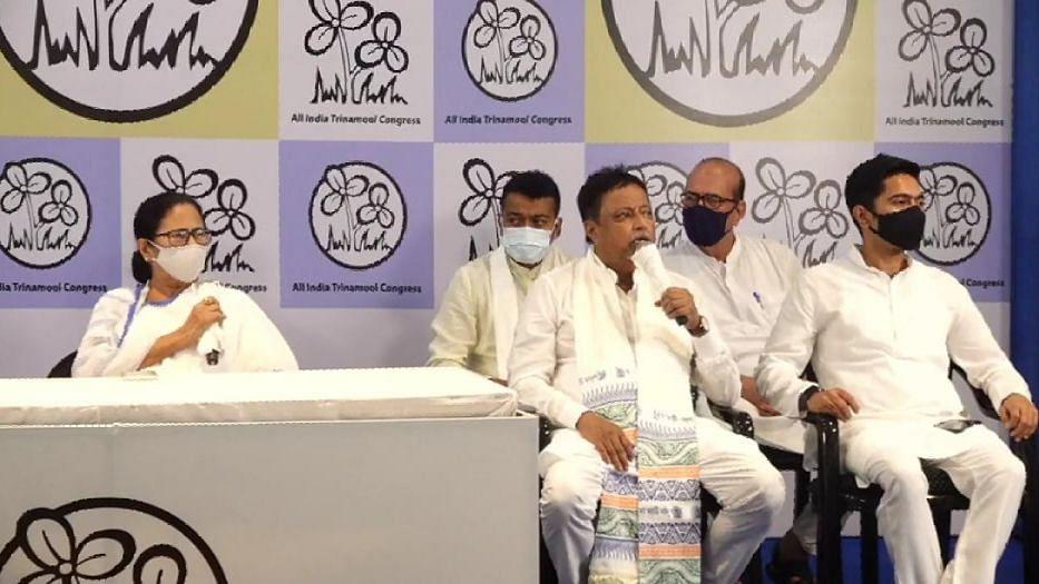 Mukul Roy: সপুত্র ঘরে ফিরলেন মুকুল রায়