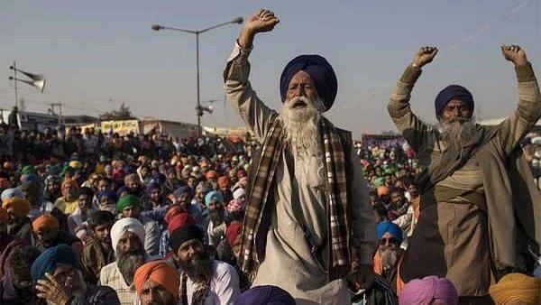 Haryana: বিজেপি নেতার গাড়িতে হামলা, ১০০ কৃষকের বিরুদ্ধে রাষ্ট্রদ্রোহের অভিযোগে মামলা দায়ের