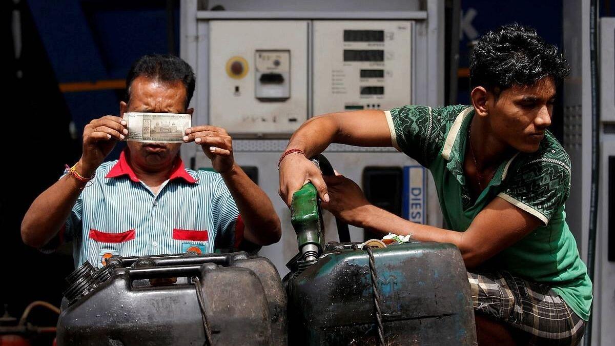 Petrol diesel price: দেশে আরও মহার্ঘ্য, কলকাতায় ১০২ ছাড়ালো পেট্রোল, অপরিবর্তিত ডিজেল
