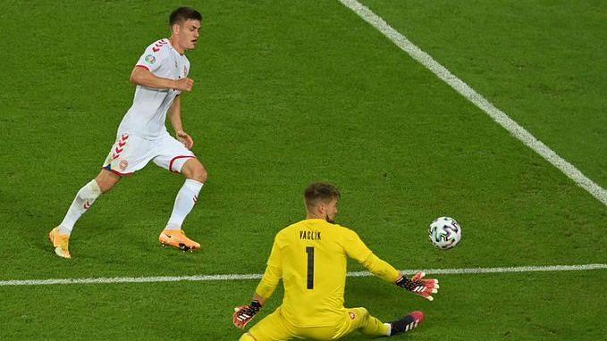 Euro Cup: চেক প্রজাতন্ত্রকে ২-১ গোলে হারিয়ে সেমিফাইনালে ডেনমার্ক