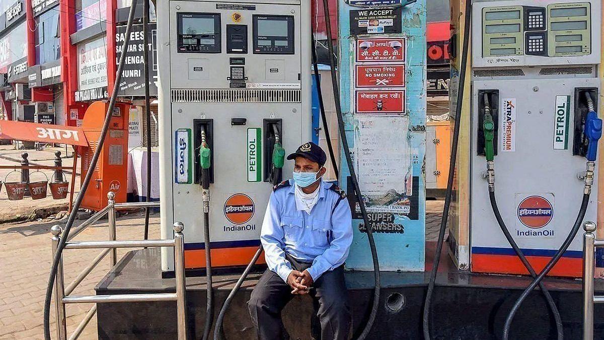 Petrol Diesel Price: টানা চারদিন বাড়লো দাম, কলকাতায় ১০৪ টাকা ছাড়ালো পেট্রোল