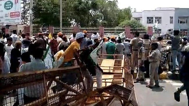 Haryana: রাষ্ট্রদ্রোহের মামলার প্রতিবাদে কৃষক বিক্ষোভে উত্তাল সিরসা