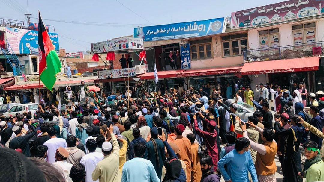 Afghanistan: একাধিক প্রদেশে জাতীয় পতাকা হাতে রাস্তায় নেমে বিক্ষোভ আফগান নাগরিকদের