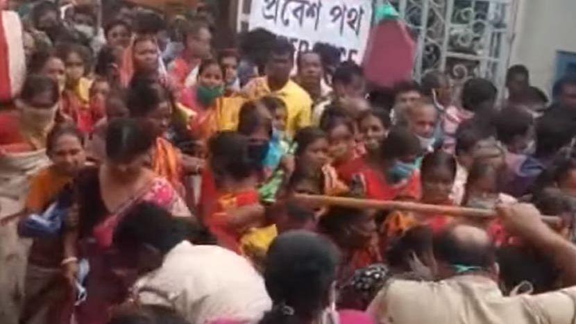 Lakshmir Bhandar: দলীয় জনপ্রতিনিধিদের ভরসা করছেন না মুখ্যমন্ত্রী? নবান্নের নতুন নির্দেশে প্রশ্ন