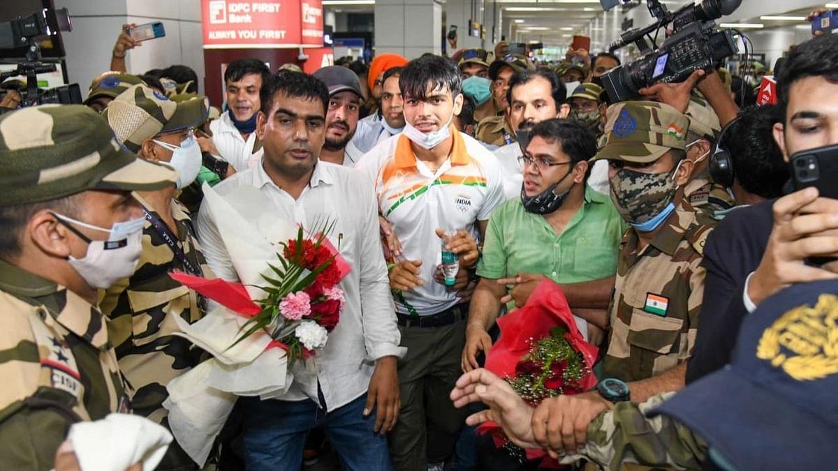 Tokyo Olympics: দেশে ফিরলেন পদকজয়ীরা, দিল্লি বিমানবন্দরে রাজকীয় অভ্যর্থনা নীরজদের