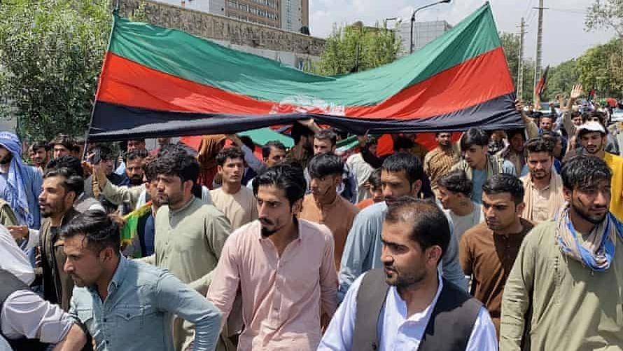 Afghanistan: জাতীয় পতাকা হাতে আফগানদের বিক্ষোভে নির্বিচারে গুলি চালালো তালিবান, মৃত বহু