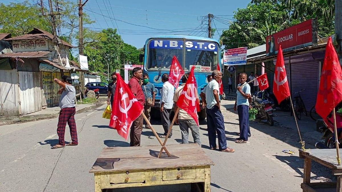 আলিপুরদুয়ারে ভারত বনধের সমর্থনে অবরোধ