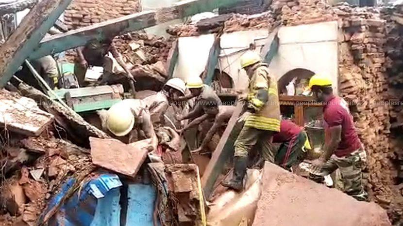 Kolkata: আহিরিটোলায় ভেঙে পড়া বাড়ির ধ্বংসস্তূপ থেকে উদ্ধার করা শিশু সহ মৃত ২