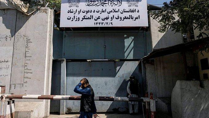আফগানিস্তানে ছেলেদের জন্য মাধ্যমিক, উচ্চ মাধ্যমিক স্কুল খুলল, পুরুষ শিক্ষকদের স্কুল যাবার নির্দেশ