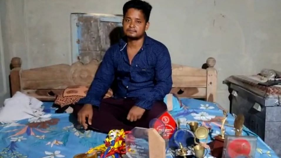 WB: জাতীয় স্তরে রেকর্ড করে স্বর্ণপদক জয়ী অ্যাথলিট এখন পেটের টানে পরিযায়ী শ্রমিক