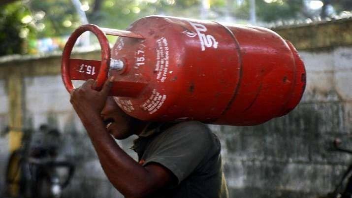 LPG Price Hike: ২ সপ্তাহের মাথায় ফের ২৫ টাকা বেড়ে রান্নার গ্যাসের দাম ৯১১ টাকা