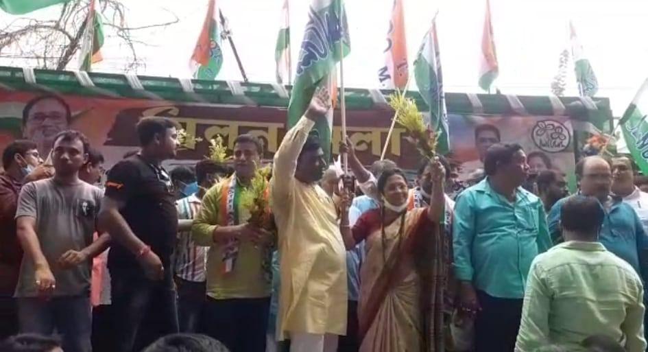 Bangaon: বড় ধাক্কা BJP-র, তৃণমূল কংগ্রেসে যোগ দিলেন নেতা-কর্মী সহ ২২০০ জন