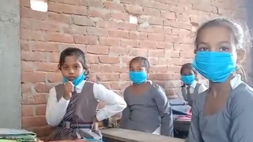 Uttar Pradesh: দীর্ঘ ৬ মাস পর খুলে গেল প্রাইমারি স্কুল, ক্লাস দু' শিফটে