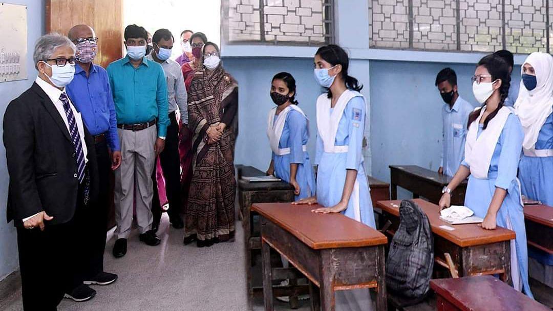 Bangladesh: দীর্ঘ দেড় বছর পর ফের চালু শিক্ষাপ্রতিষ্ঠান: প্রথম দিনেই উপস্থিতি ৮০ শতাংশ