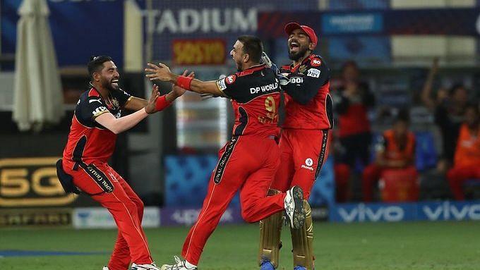 IPL: ১১১ রানে অল আউট মুম্বাই ইন্ডিয়ানস, বড়ো জয় আরসিবির