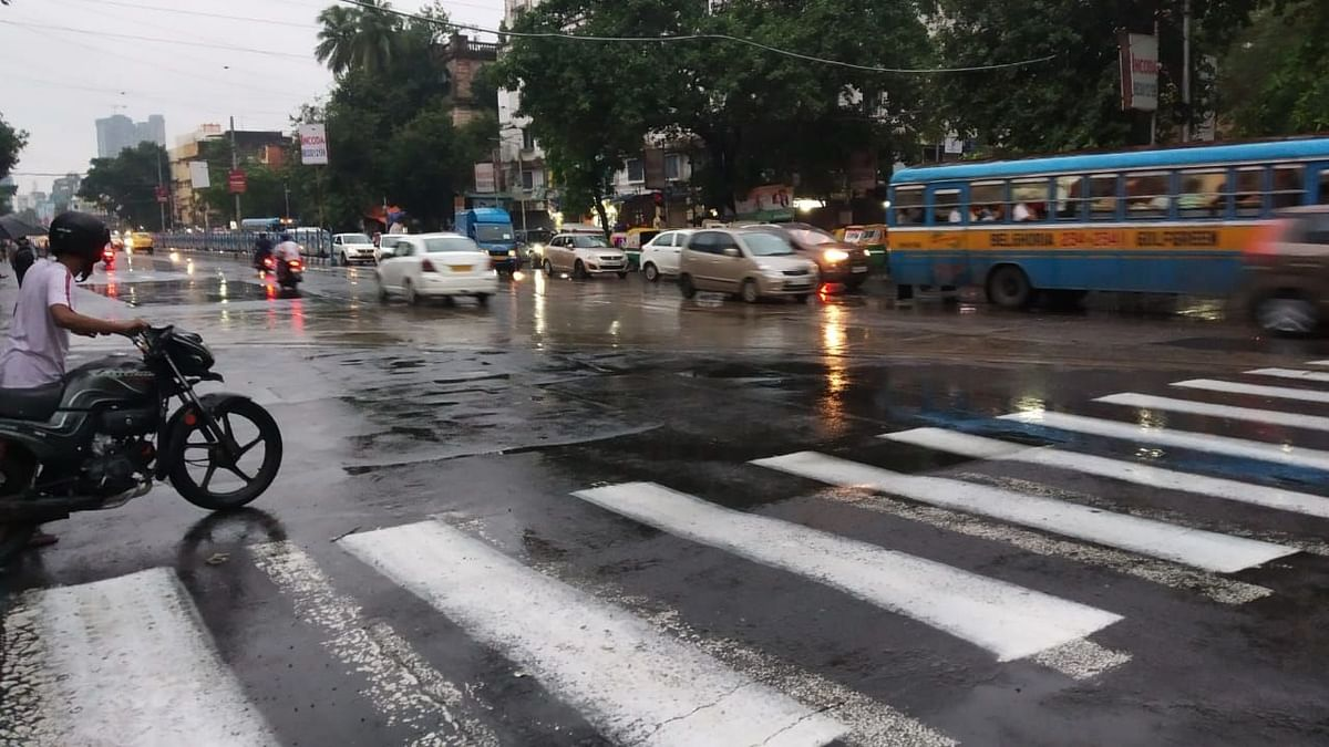 Weather: পুজোয় ভাসতে পারে কলকাতা সহ কয়েকটি জেলা, আগামী কয়েকদিন মধ্য, দক্ষিণ ভারতে বৃষ্টির পূর্বাভাস